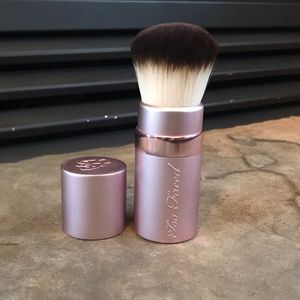 Too Faced Retractable Travel Kabuki Brush